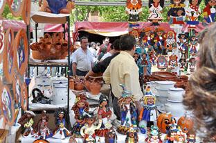 Expositores de la Feria de Artesanía, ayer.