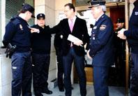 El subdelegado del Gobierno en Valladolid, Cecilio Vadillo, durante su visita a la Comisaría de Medina del Campo