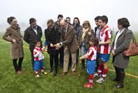 Miembros de los equipos de Tordesillas junto al presidente de la Diputación, Ramiro Ruiz Medrano; la alcaldesa de Tordesillas, Marlines Zarzuelo y el jefe de la Oposición del municipio, José Antonio González Poncela, durante la inauguración.