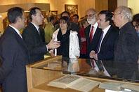 El director del Museo de las Ferias, Antonio Sánchez del Barrio, explica el contenido de la exposición durante la inauguración de la muestra