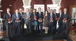 """Foto de la familia de los galardonados en los I Premios """"Ejecutivos""""."""