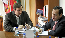 El alcalde de Carpio, Máximo Gómez y el delegado territorial de la Junta, Pablo Trillo-Figueroa