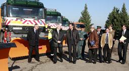 El subdelegado del Gobierno, Cecilio Vadillo (centro) en el área de aparcamiento invernal para vehículos pesados de Tordesillas