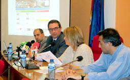 Teresa López interviene durante la rueda de prensa sobre la web de Aqualia.