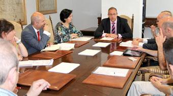 El subdelegado del Gobierno en Valladolid, José Antonio Martínez Bermejo, preside la reunión de la Comisión Provincial de Seguimiento del Programa de Fomento del Empleo Agrario celebrada esta mañana.