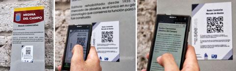 Un usuario escanea con su 'smartphone' un código QR y accede a la información del edificio histórico.