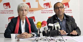Los ediles de IU Medina, Carmen Alonso y Javier de la Rosa.