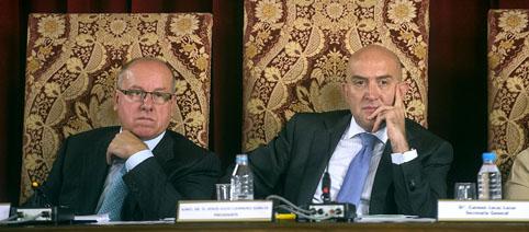 Alfonso Centeno y Jesús Julio Carnero durante la sesión plenaria de octubre.