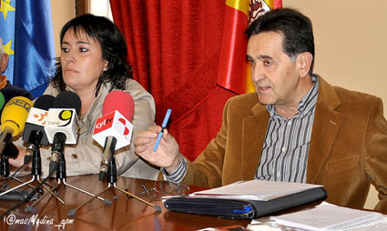 Demetrio Velasco y Cristina Botrán durante la rueda de prensa.