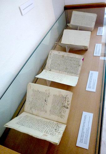 Algunos de los manuscritos donados al Museo de las Ferias.