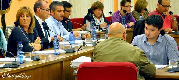 El interventor del Ayuntamiento de Medina del Campo, primero por la derecha, durante el pasado Pleno.