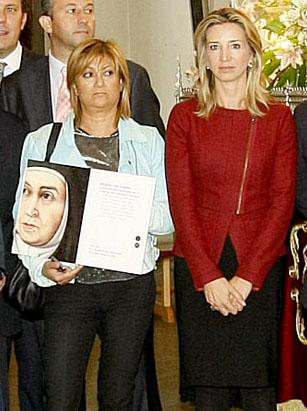 La alcaldesa de Medina del Campo, Teresa López y la consejera de Turismo, Alicia García, durante el encuentro en Ávila.