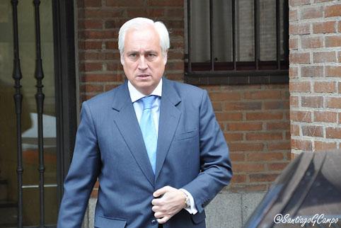 El presidente del TSJCyL, José Luis Concepción, a la salida de los Juzgados de Medina del Campo.