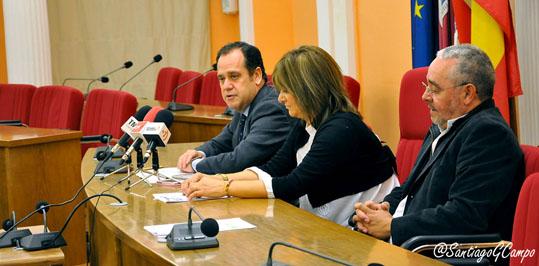 El delegado territorial de la Junta, Pablo Trillo, toma la palabra en presencia de la alcaldesa de Medina del Campo, Teresa López y el secretario general de Las Edades del Hombre, Gonzalo Jiménez Sánchez.