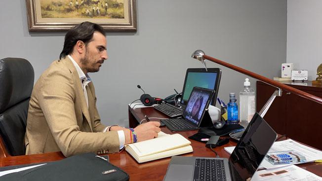 Guzmán Gómez en la reunión telemática con la Mesa del Diálogo Social.